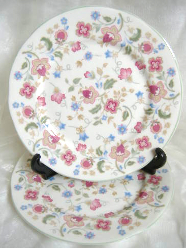 Plate Fridays Fab Find: Vintage china tea service, cupcakes and posies