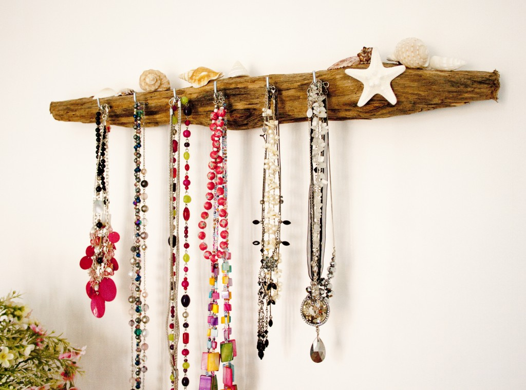 New online 39 coastal home 39 outlet for driftwood gifts - Colgador de collares ikea ...