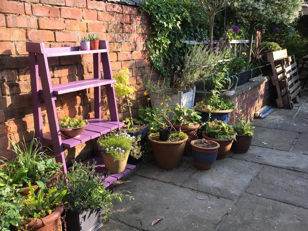 Pallet plant pot stands